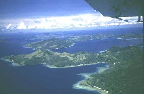 Mass of islets and fringing reefs.