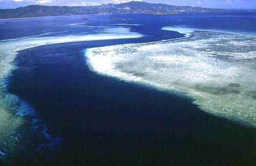 An S-shaped channel cutting across the eastern barrier reef.