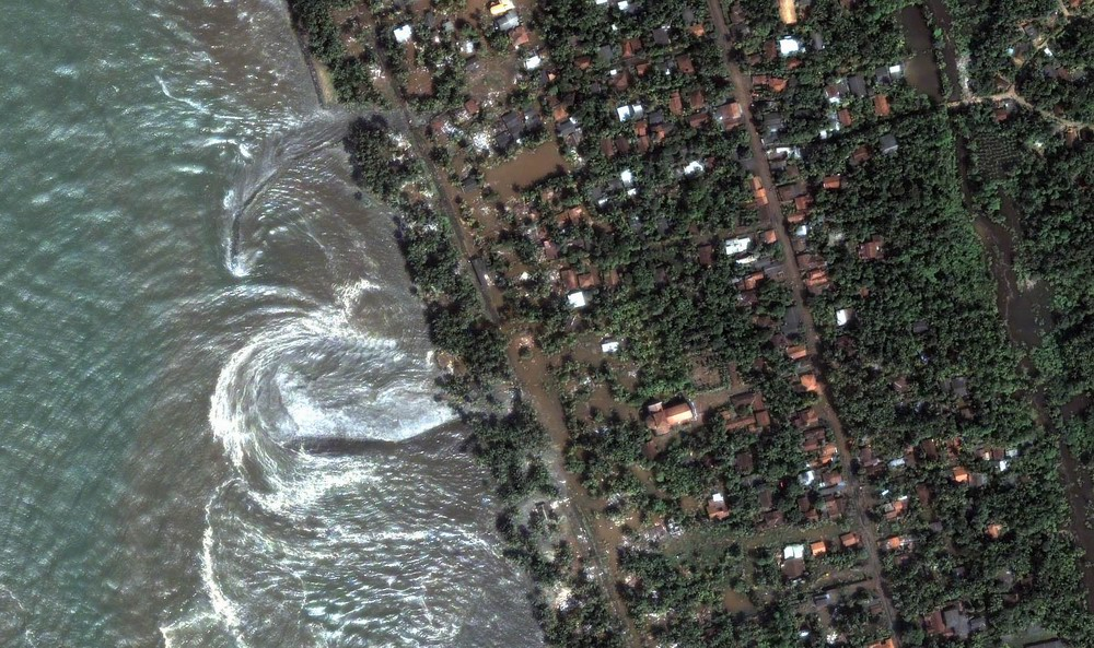 Kalutara Water Detail (Receding waters from tsunami). (December 26, 2004). 