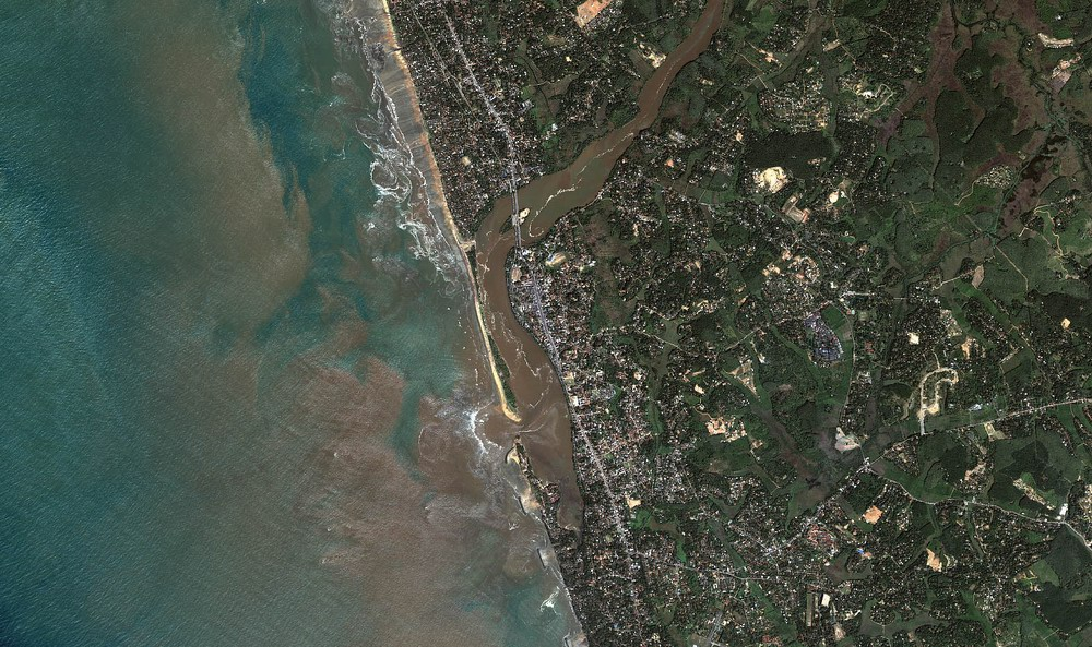 Kalutara Area overview after tsunami (Dec 26, 2004) 