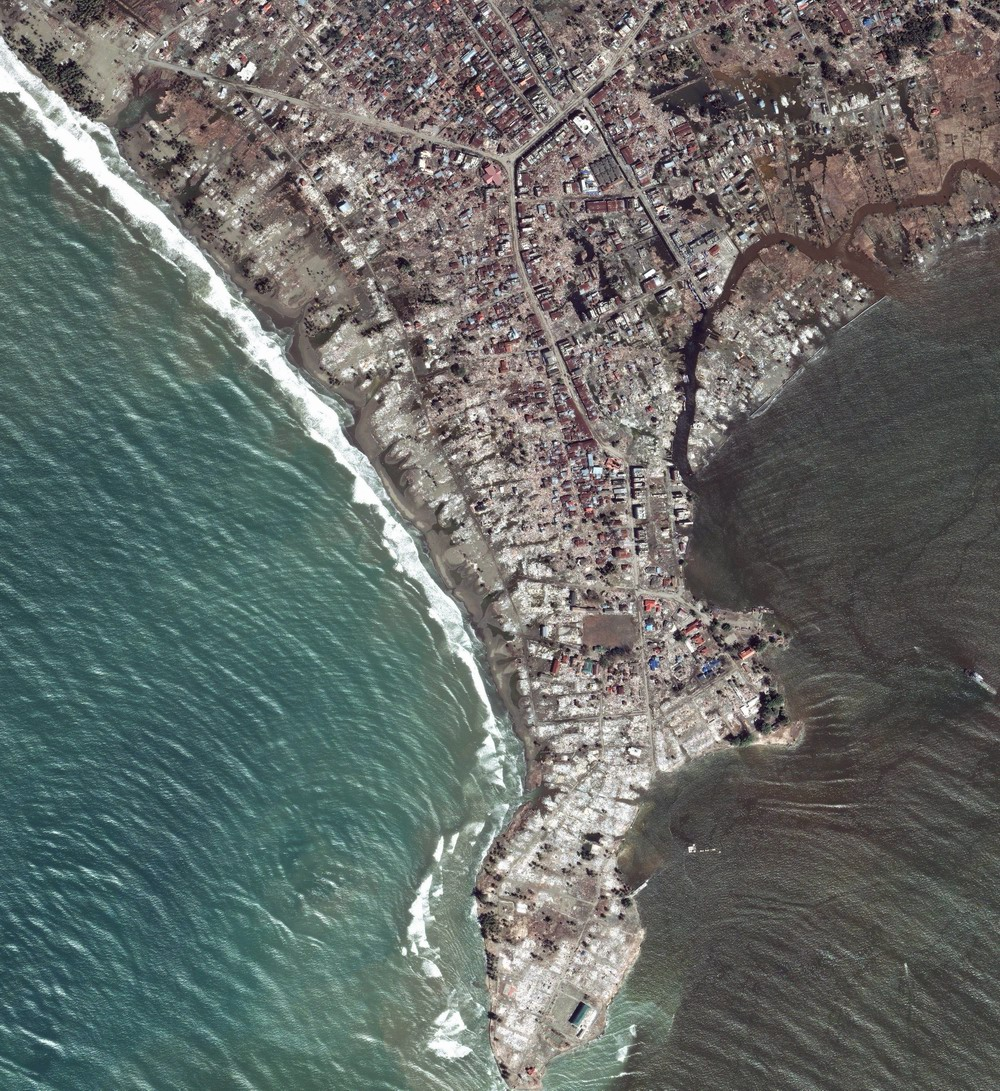 Meluaboh - After tsunami (Jan 7 2005) Image by DigitalGlobe