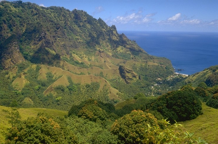 Fatu Hiva is the furthest south of the Marquesas Islands. It has an area of 78 square kilometers. Fatu Hiva is the remains of two volcanoes, one of which rose from the crater of the other.